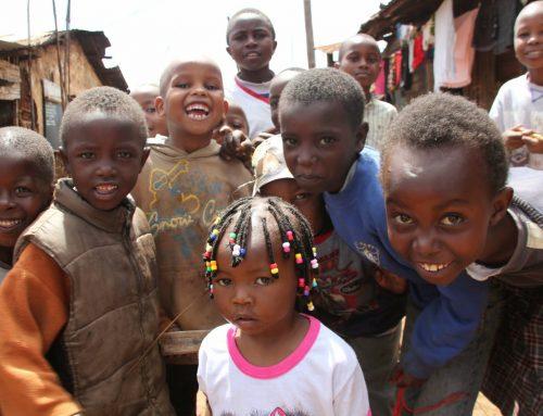 Warnungen von draußen, Umarmungen von drinnen. Kibera – Afrikas zweitgrößtes Slum.